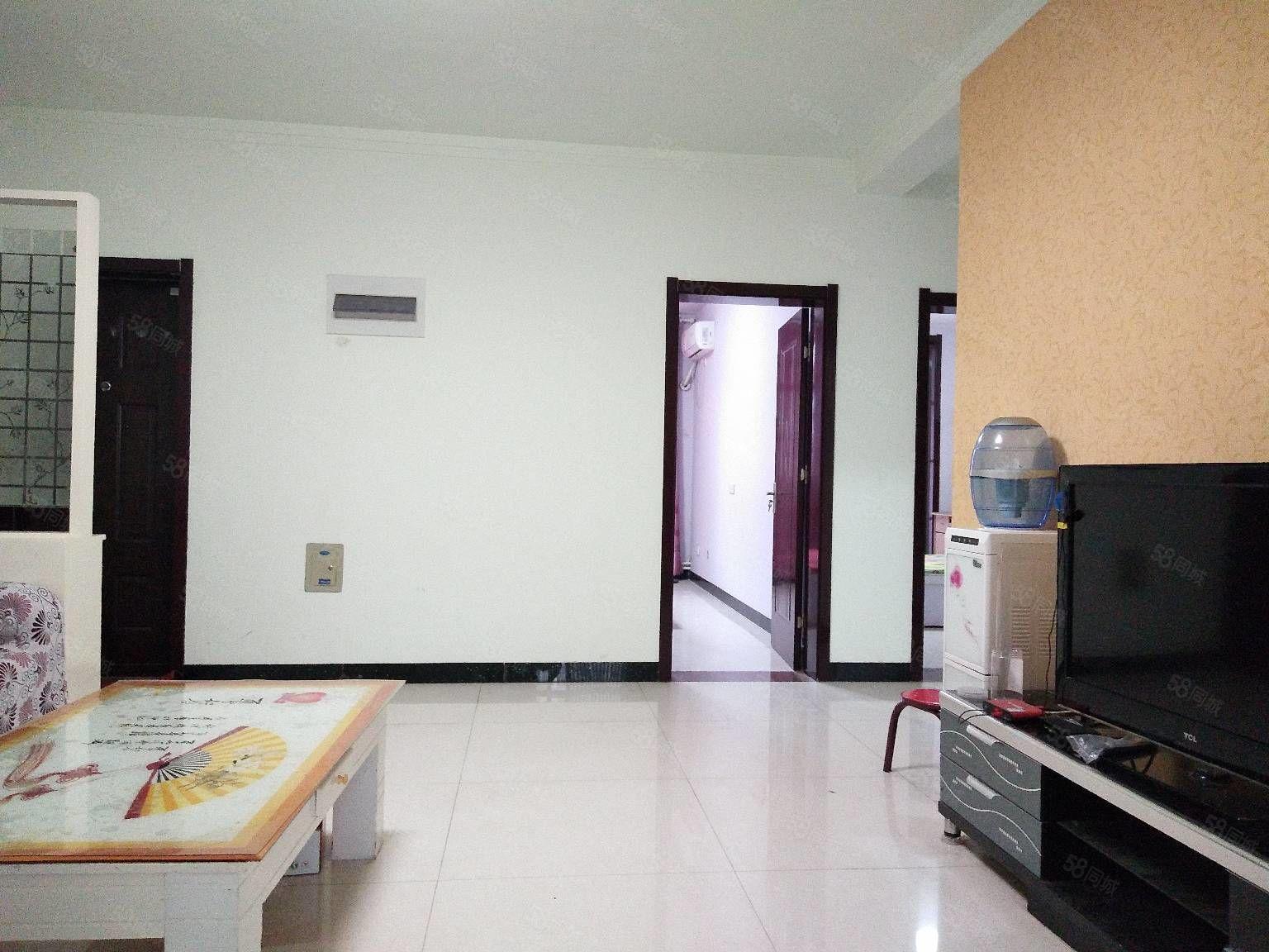 出租人民公园附近三室一厅精装修拎包入住