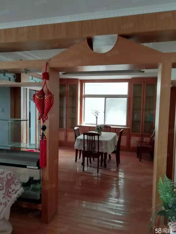 高鐵站附近,交通便利,大三室精裝修家具家電齊全。