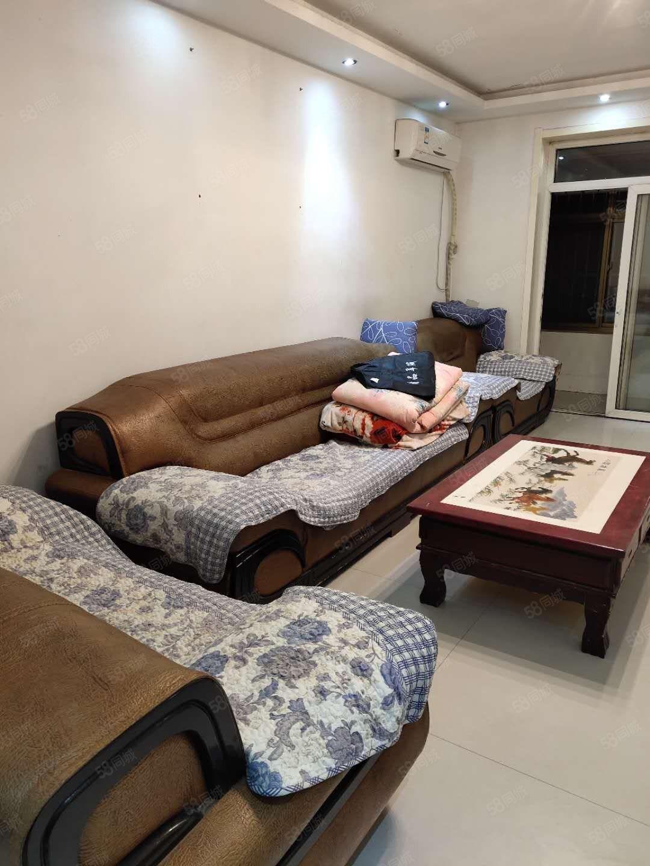 3室,家具家电齐全,电梯房,拎包入住。