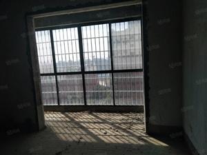 聚豪三室两卫电梯中层毛坯房