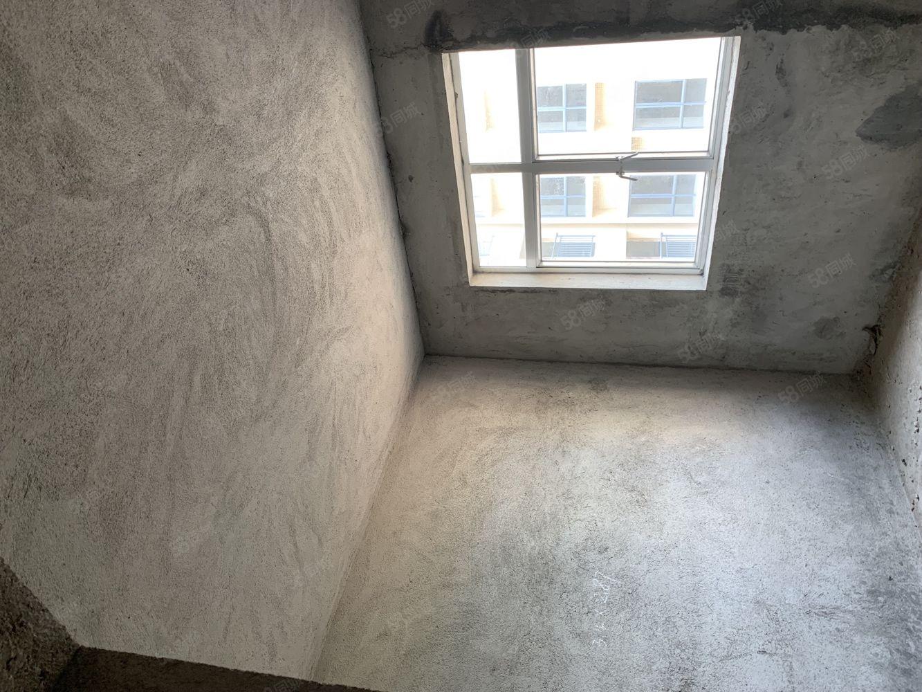 阳东昌隆市场成栋屋,占地60平方,4层半,毛坯,15米路,