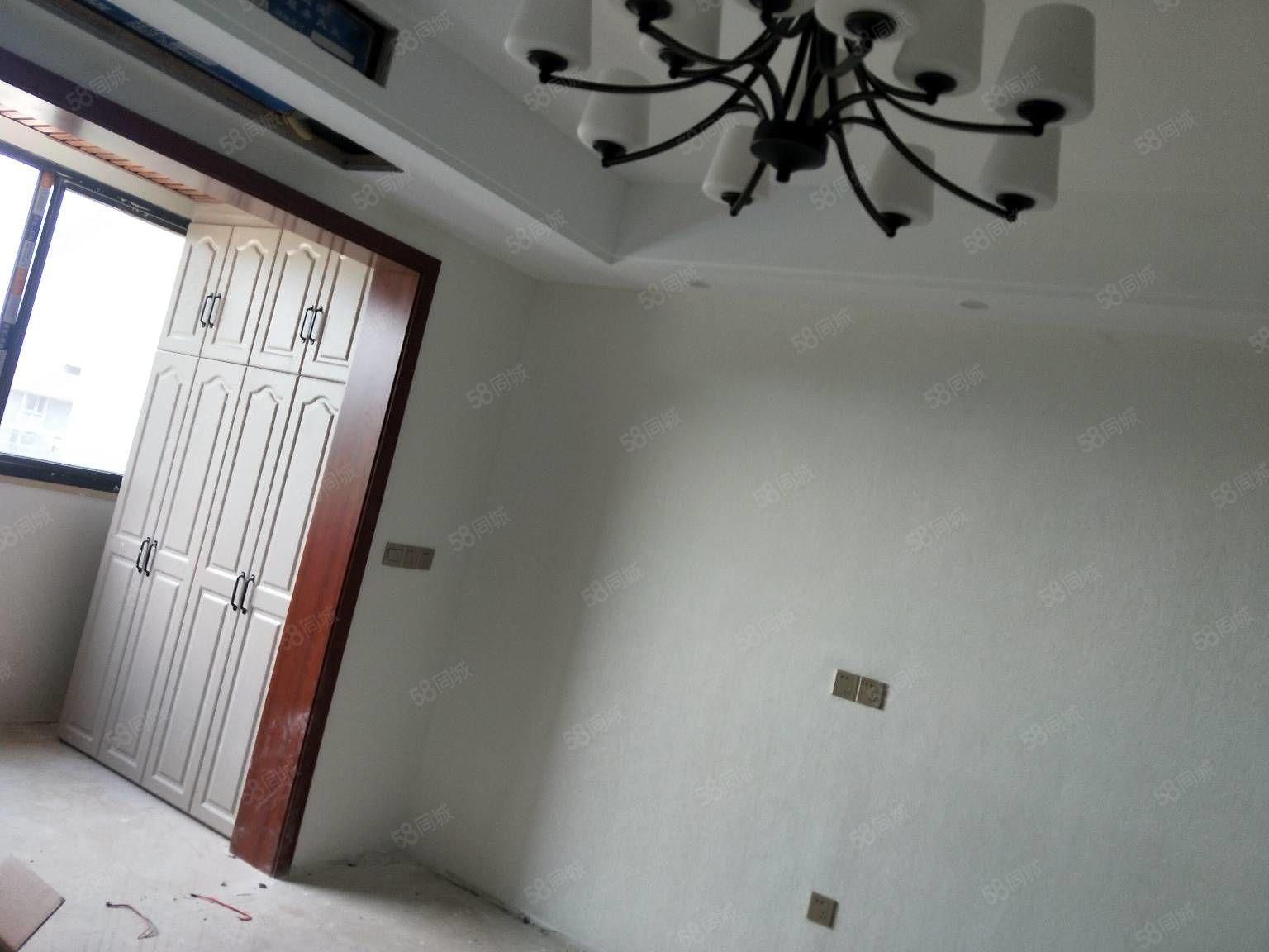 興茂盛世華都三房精裝修未入住急售6800多一平方