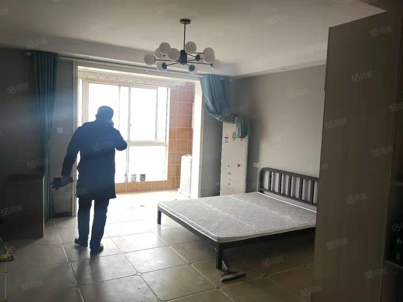 急租温州商城单身公寓,精装修,拎包入住,随时看房。