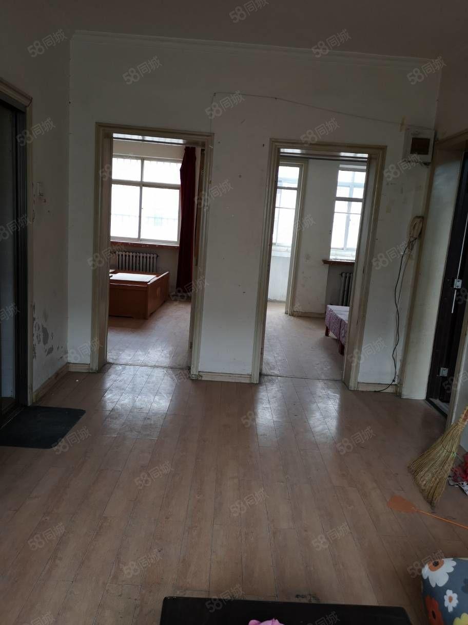 河龙小区50型2楼不是楼头,一年起租