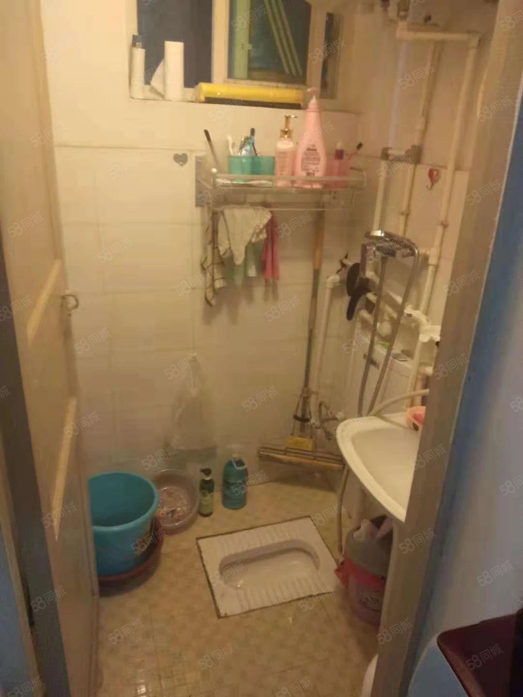 《福平房产》惠民小区50两室简单装修出售15万