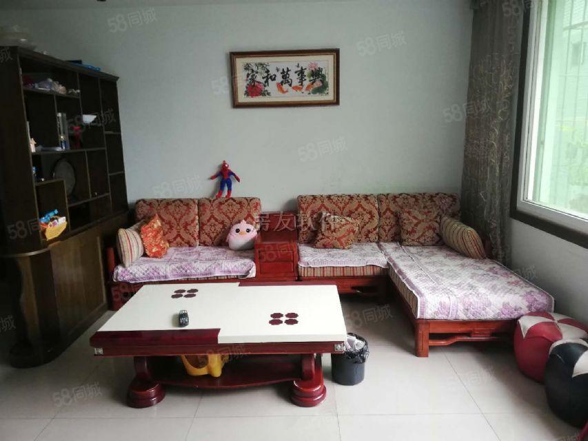 小广场。全部实木家具,三室二厅二卫真正的拧包入住