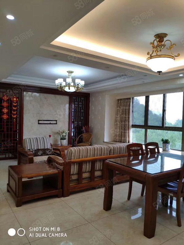 青云首府套房出售,面積約120平,三房二廳二衛,售價85萬