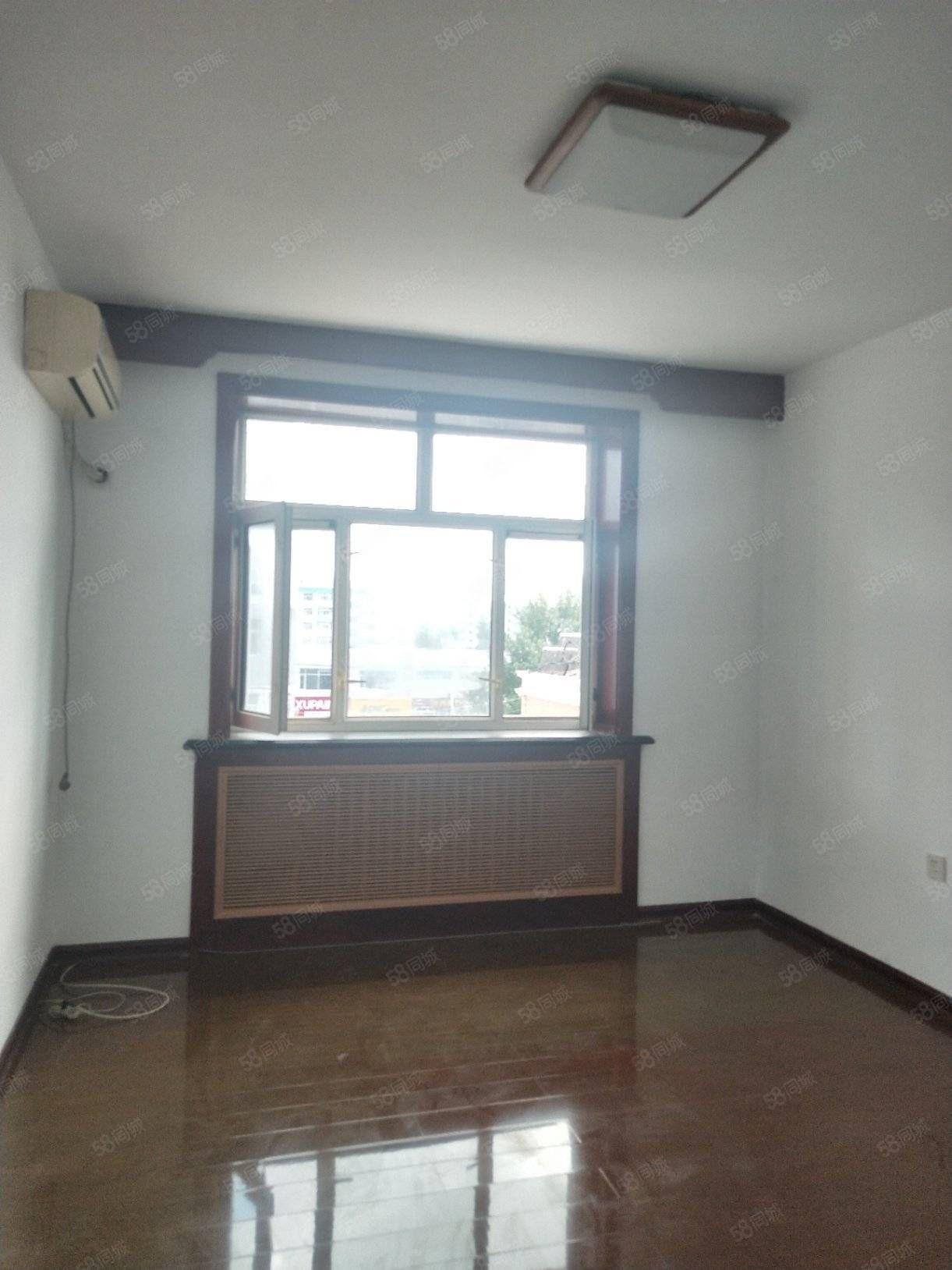 東市場小區正五樓南北通透兩室一廳一衛房子嘎嘎板正二馬路三中