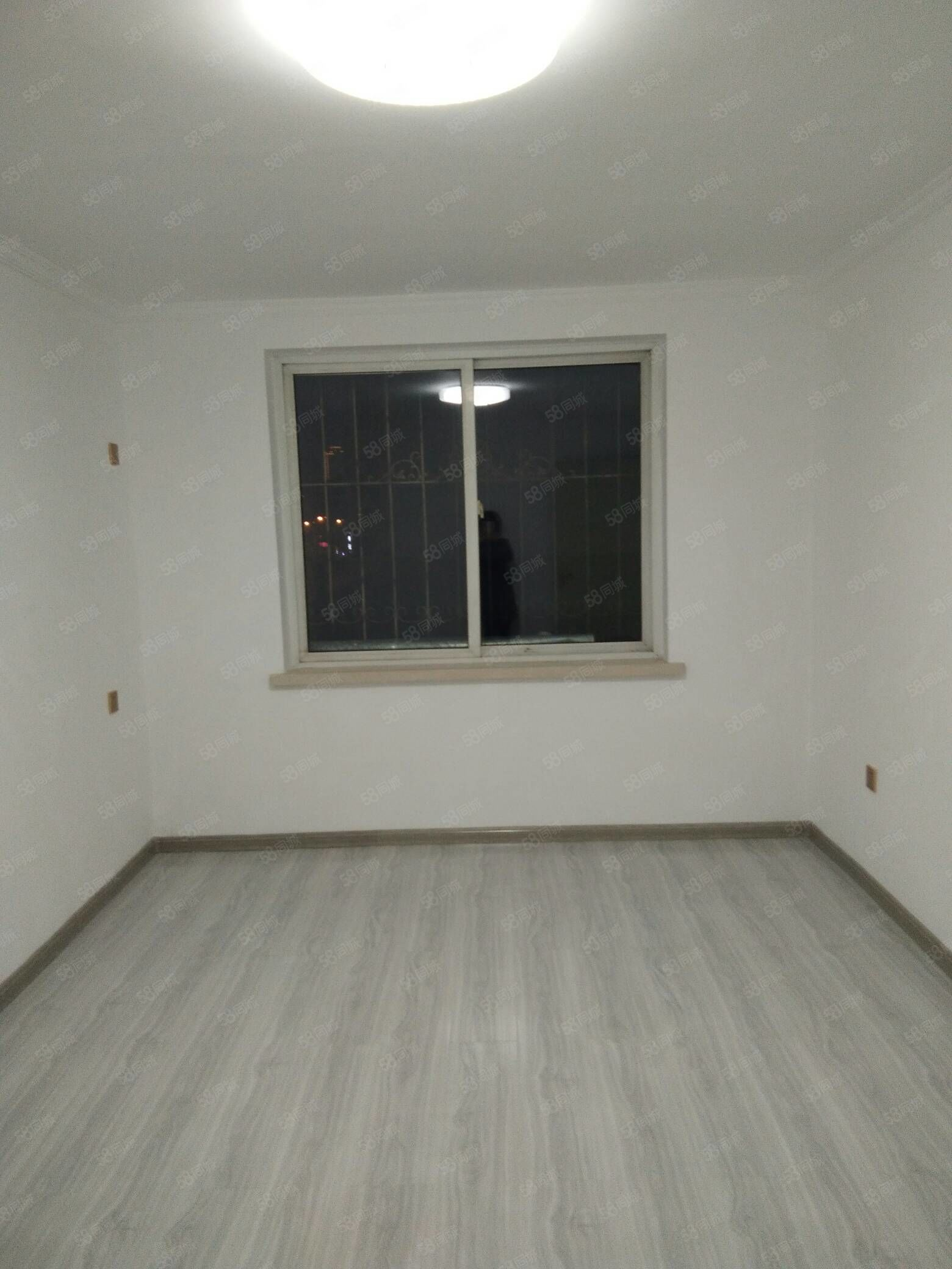 盛世新城56平三樓三陽格局精裝修地暖24.5萬可貸款