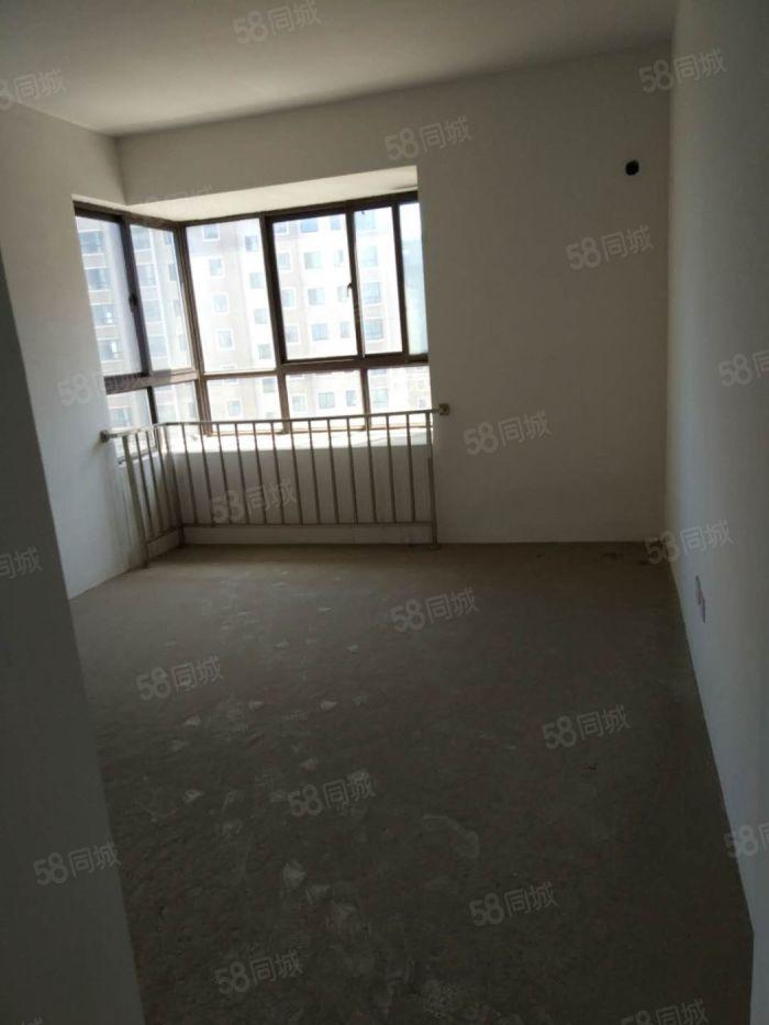 金成三期大小套,一楼,新空房,98平,不影响采光