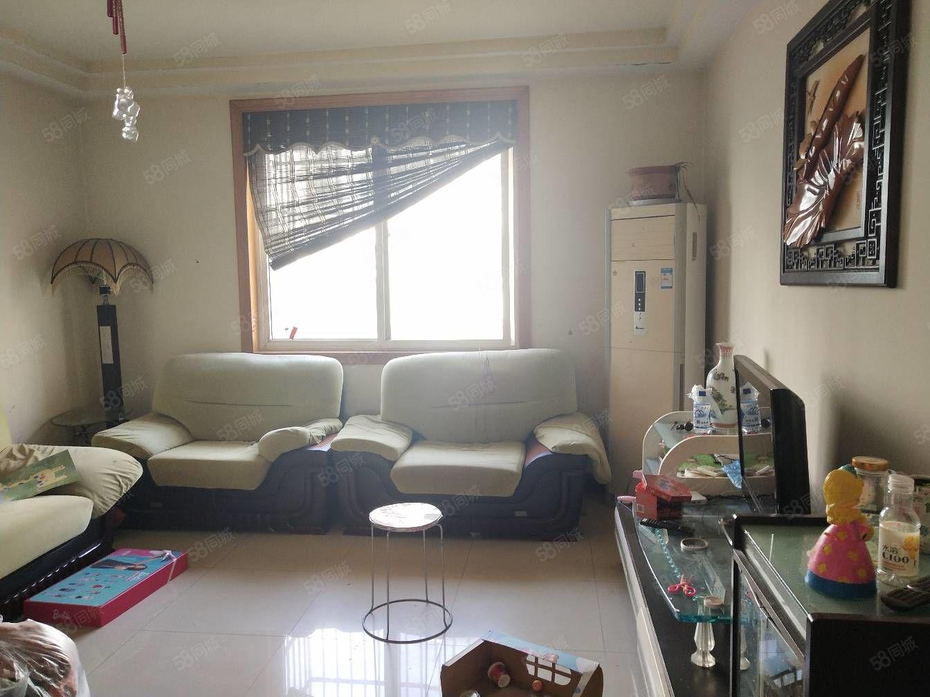 八一小区市中心繁华地段精装三室两卫多层四楼,家具家电齐全拎包