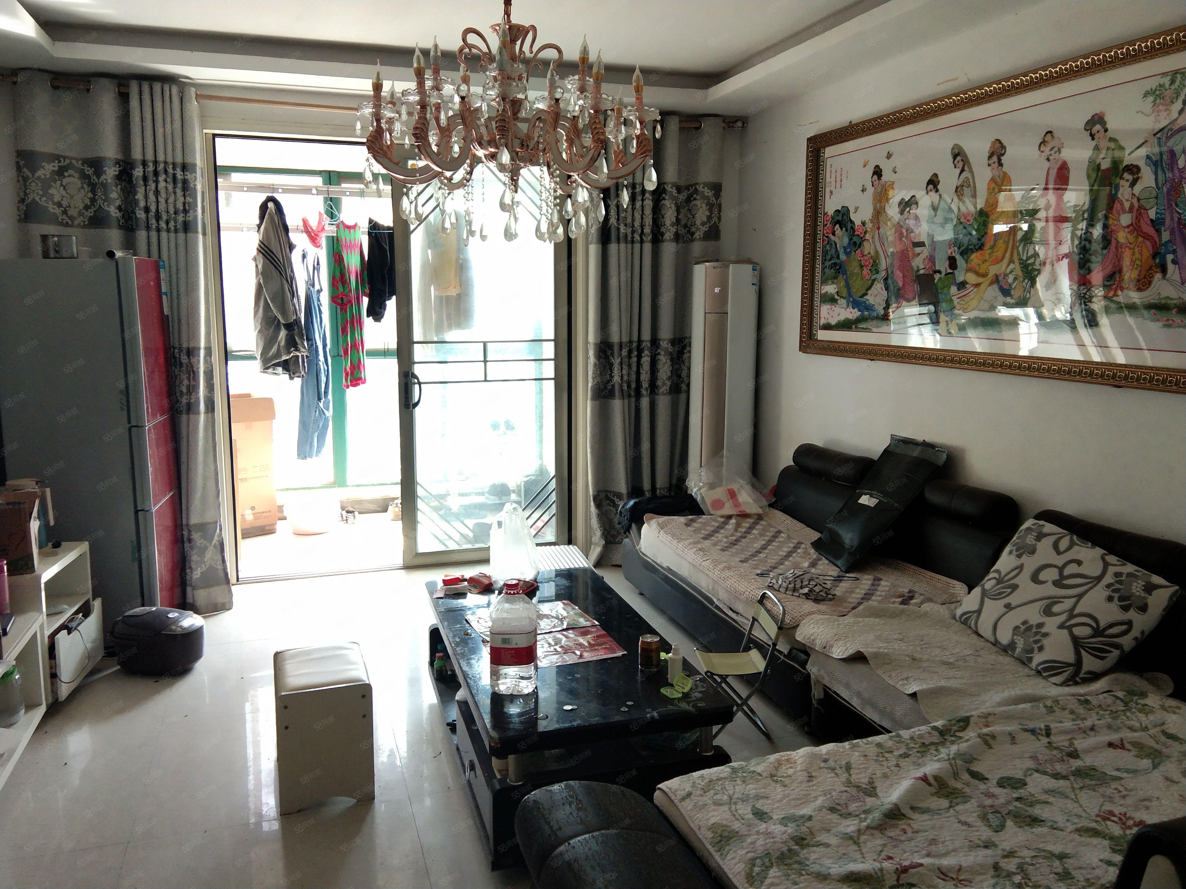 出租繁华地段大润发对面2房家具家电齐全拎包即住随时看房