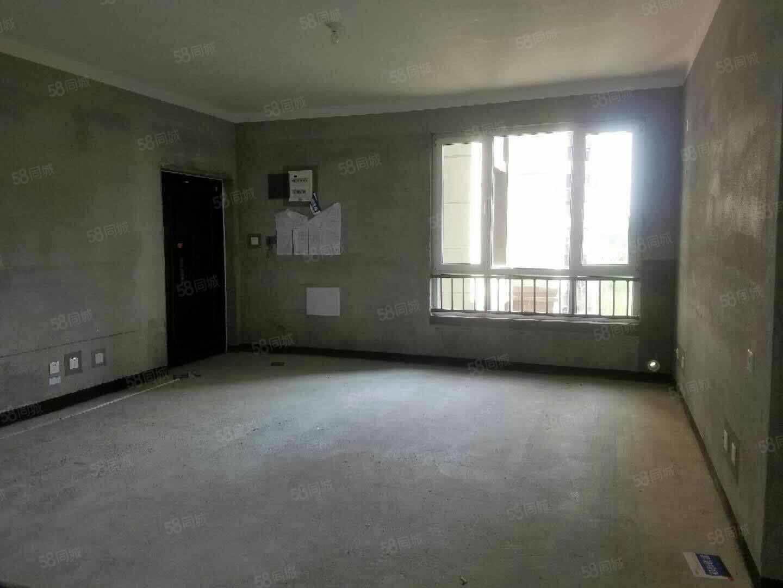 西城区高铁旁3室2厅2卫123平82万双阳台有证急售