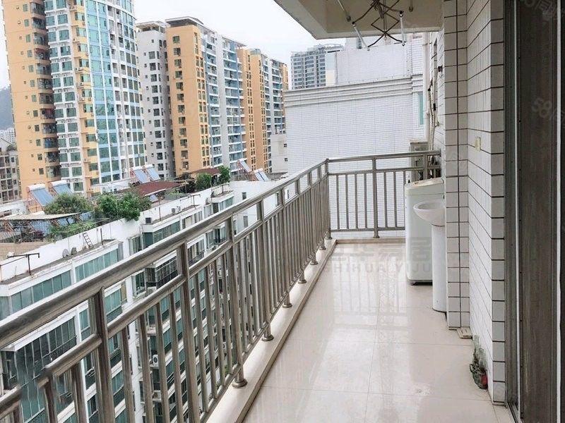 市政府周边宝泰花园电梯精装三房家私家电齐全可拎包入住