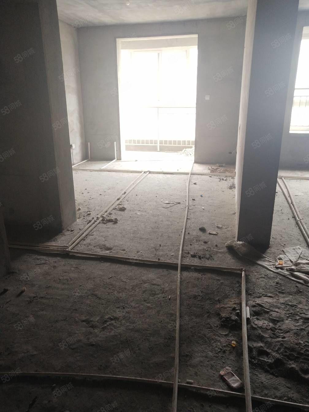 (可按揭)桃园大道大产权鑫泽苑电梯中层85平米可按揭35