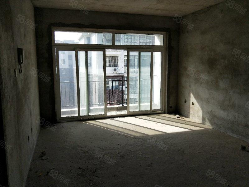 择邻名苑电梯6楼毛坯119平米可按揭67万全款优惠