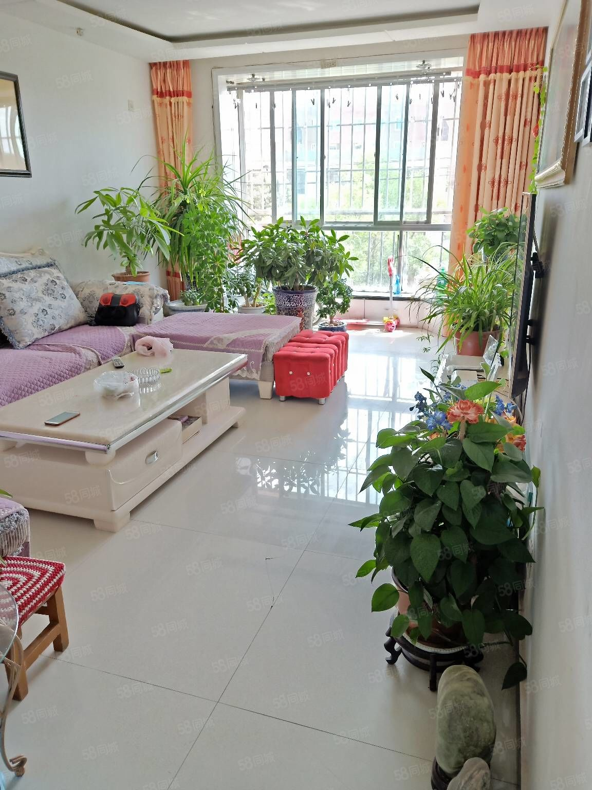 世博花苑,90平米,3樓出售,3室2廳。