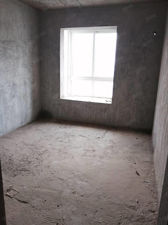 水印丹堤电梯两房毛坯,中间楼层一线江景仅售52万
