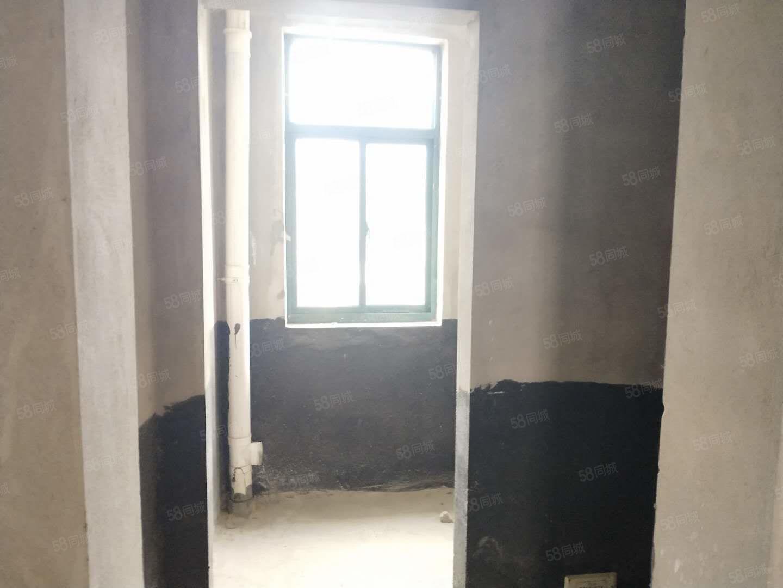 晶宫世纪城毛坯房送阁楼三室两厅出门方便位置优越随时看房