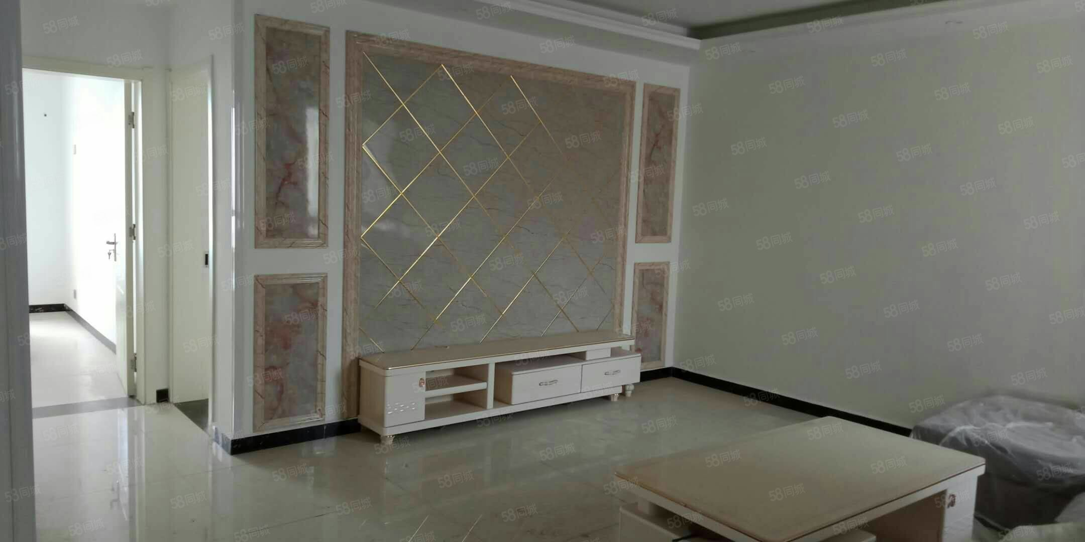 出售金湖康都观景房23楼130平,3室2厅2卫,精装修。