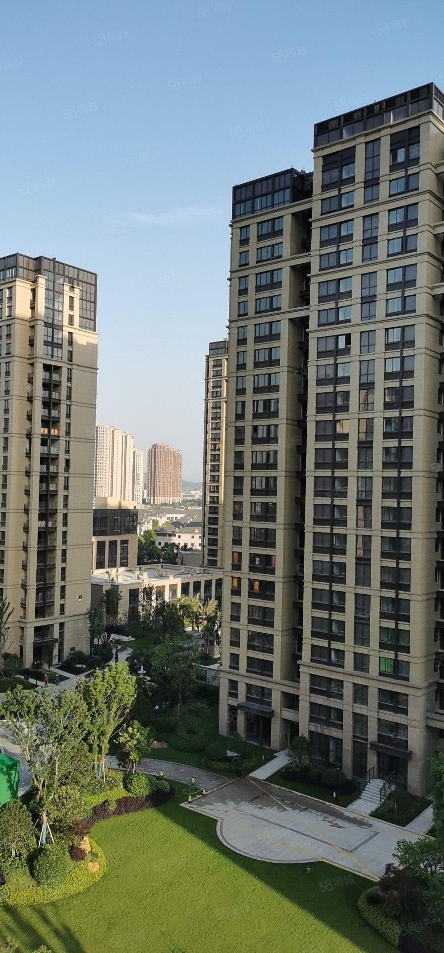 出售江與城7樓85平D戶型毛坯135.8萬