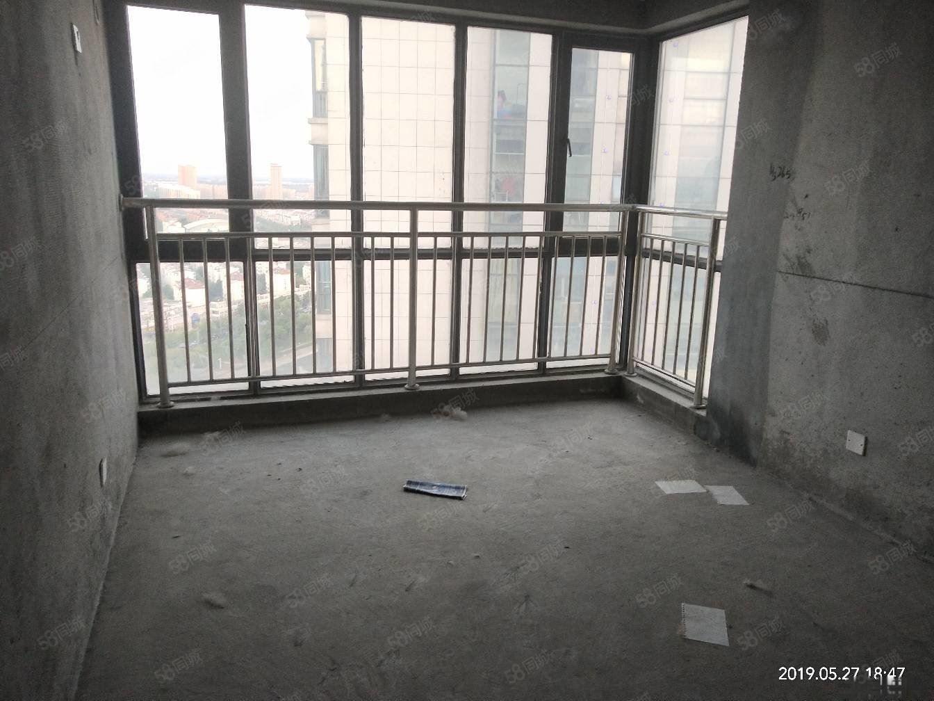 富园广场电梯毛坯三室两厅两卫135平米,98万可谈,满两年