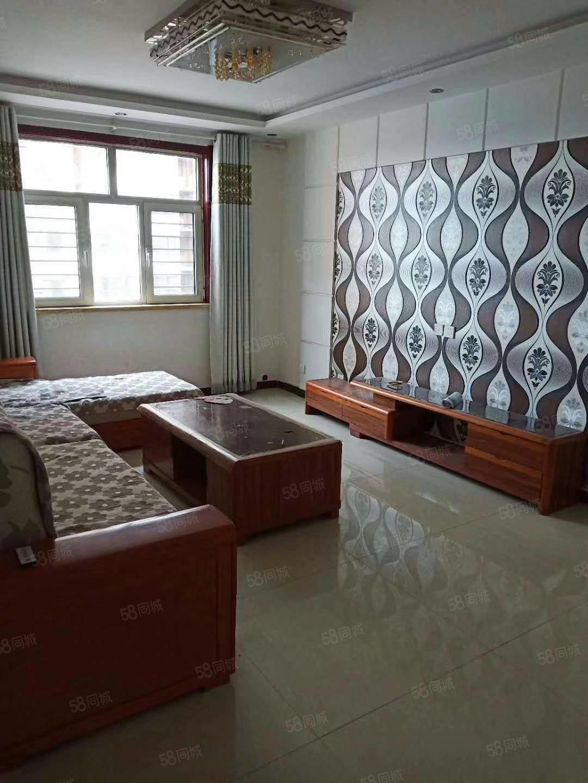 急租精装修二居室从未出租过家具家电齐全紧邻新发地
