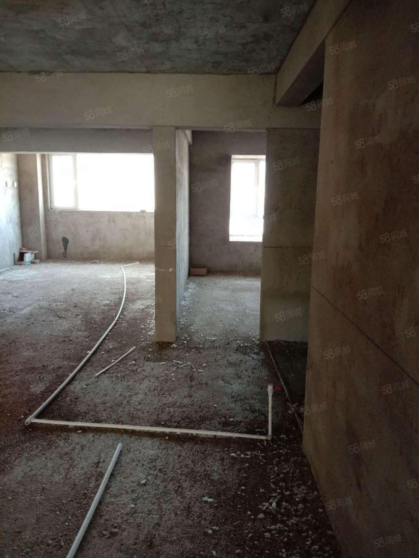 舍宅A区3楼电梯房三室两厅南北通透可压尾款