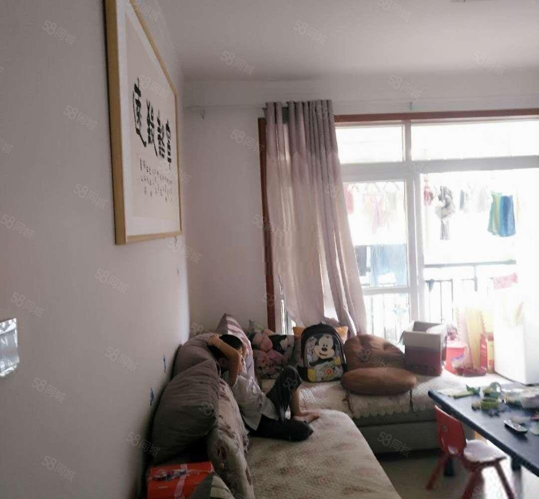天鹅湖~正规3居室~小区环境好~低总价~低首付