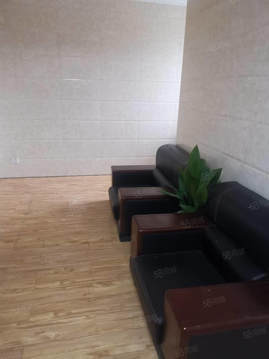 南山龙郡18楼两室两厅一卫精装修,家电齐全拎包入住14000