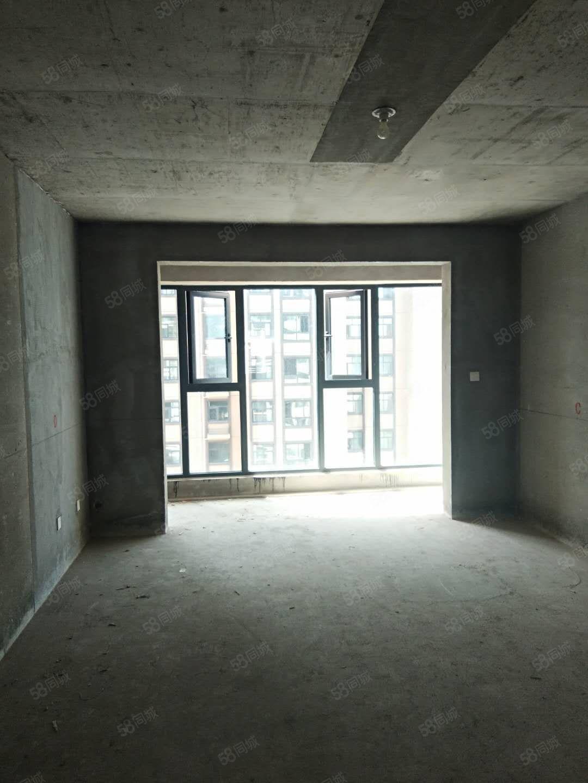 首付仅20万买西城国际中间楼层毛坯大三室南北通透