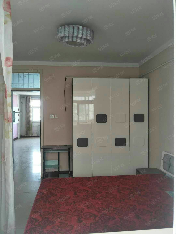 急售大润发东临新世纪花园两室两厅96平
