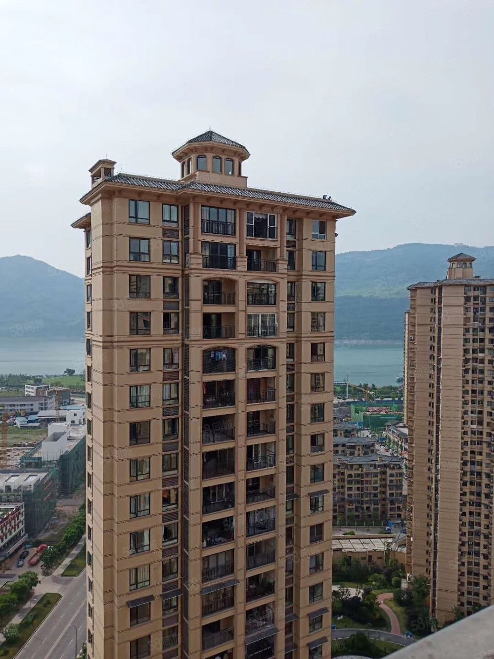 金科高层,97平米,三室两厅一卫,简装,75.8万,看江