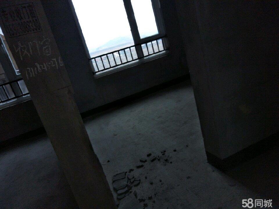 急售金桥新区天鹅湖2期,卖房没装修的。