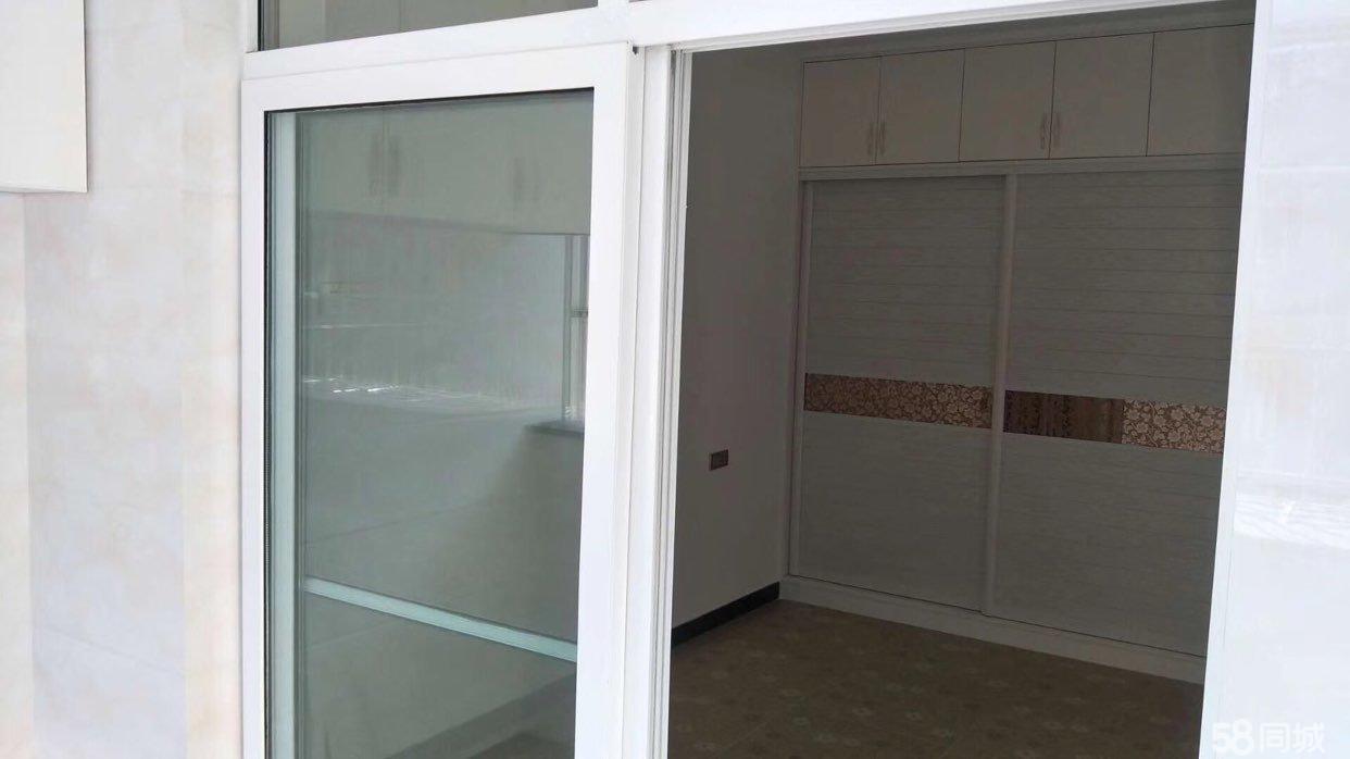 腾龙一期86+12平柴间,精装修,4楼,开价66万