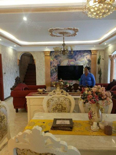 黄平(汇龙湾)复式楼,豪华欧式装修,带有阳光房和花园露台!