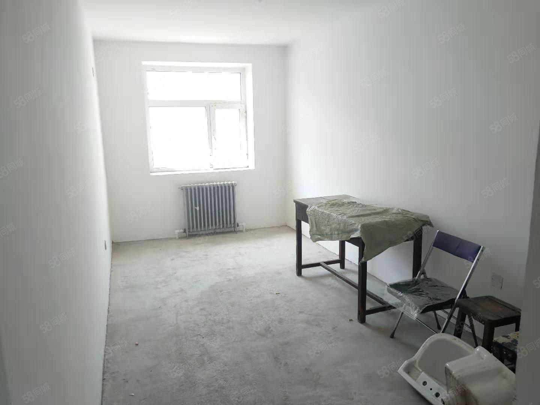 长青D区,正四楼,南北通透,两室一厅,,随时看房只能全款
