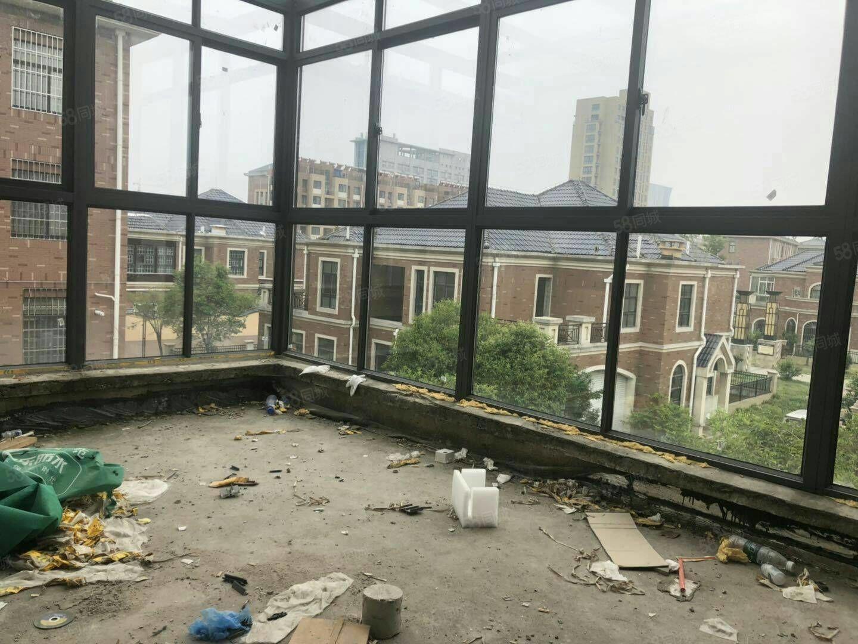 翡翠城联排别墅,满两年,总高4层,全新毛坯,随时看房