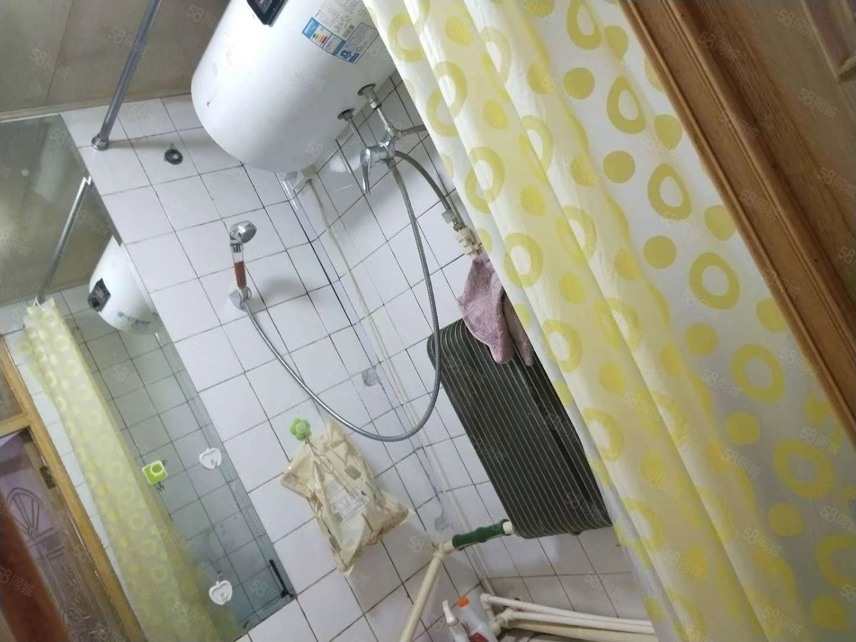 四队楼8000包括取暖,能洗澡,步梯七楼