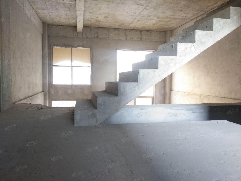学府佳园联排别墅250平米4室2厅3卫1厨带车库