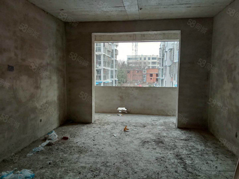 平桥平安小区毛坯电梯3房126平随意装修随时看房