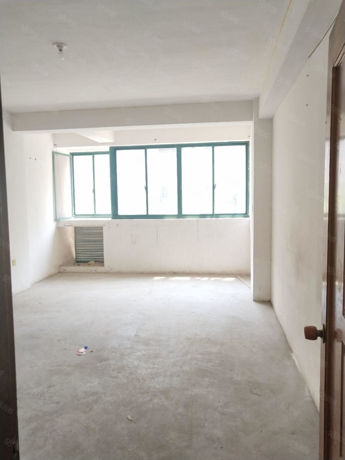 勤丰苑2楼131平172万毛坯房紧邻万达广场,生活方便