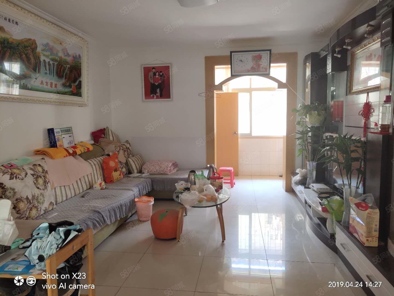 出售五一路樓梯房中裝,帶部分家具東西朝向3室2廳1衛