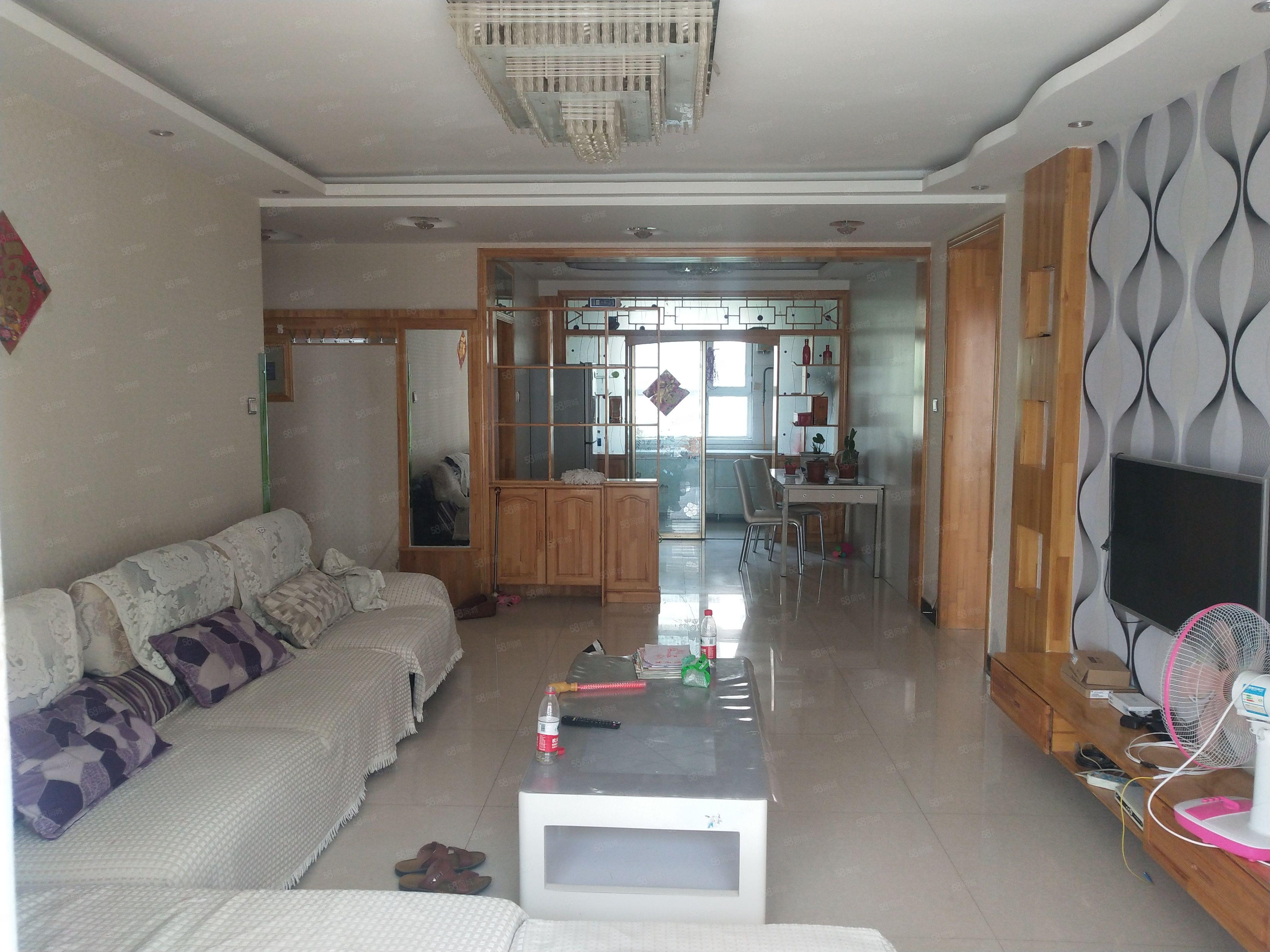 新天地小區2樓三室兩廳精裝拎包入住家具家電出租