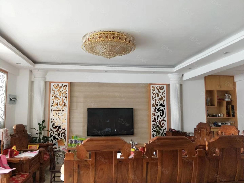 金城麗都高層大套房出售,兩證齊全,精裝修,可改四房使用。