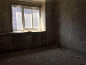 高速时代华府,毛坯三室,两室朝阳,满两年可按揭随时看房。