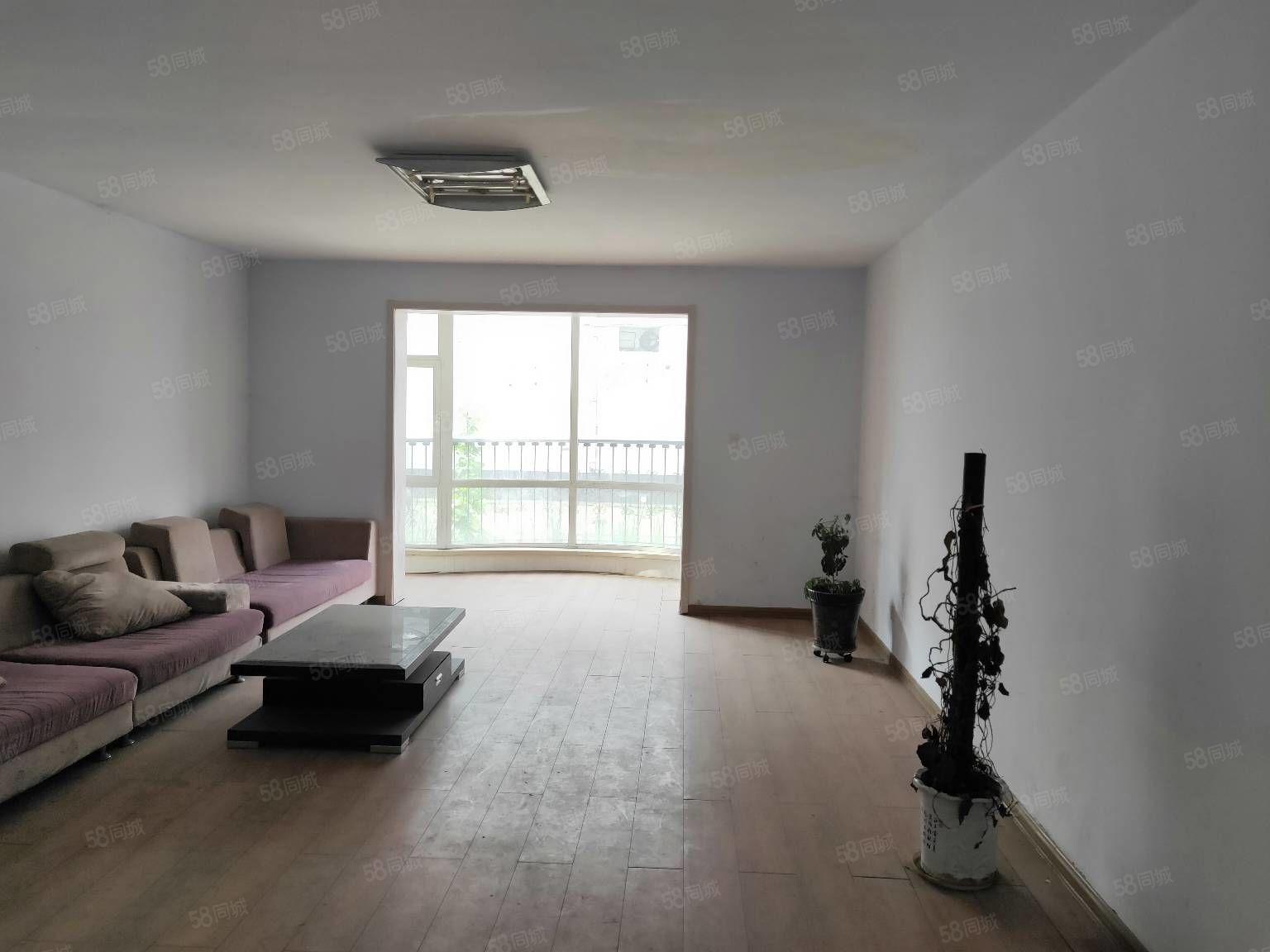 急售御龍苑小區1樓簡單裝修大紅本可分期陽客廳雙陽臥雙衛