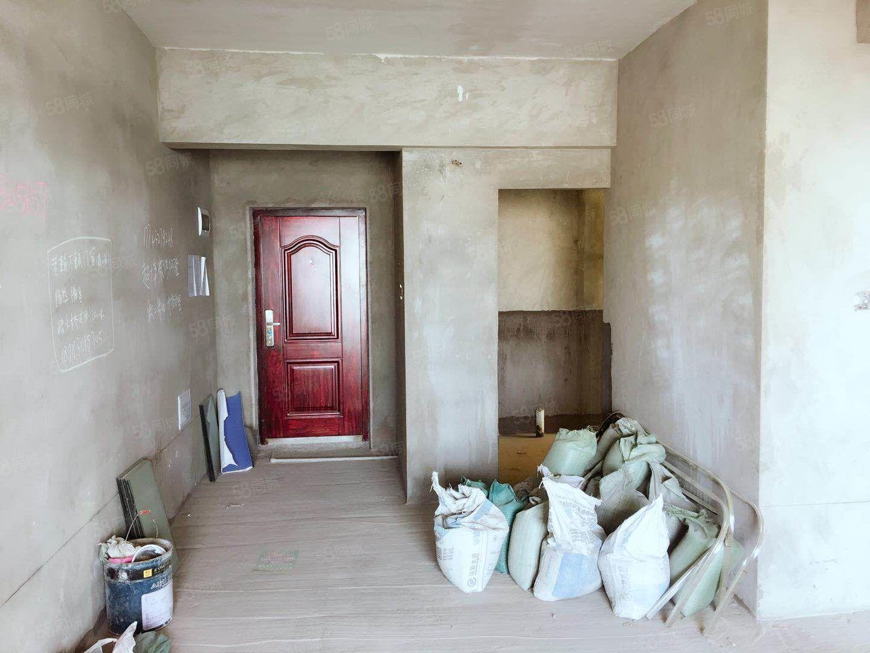 泸县梁才学校旁视野开阔的电梯中层两室两厅一卫毛坯