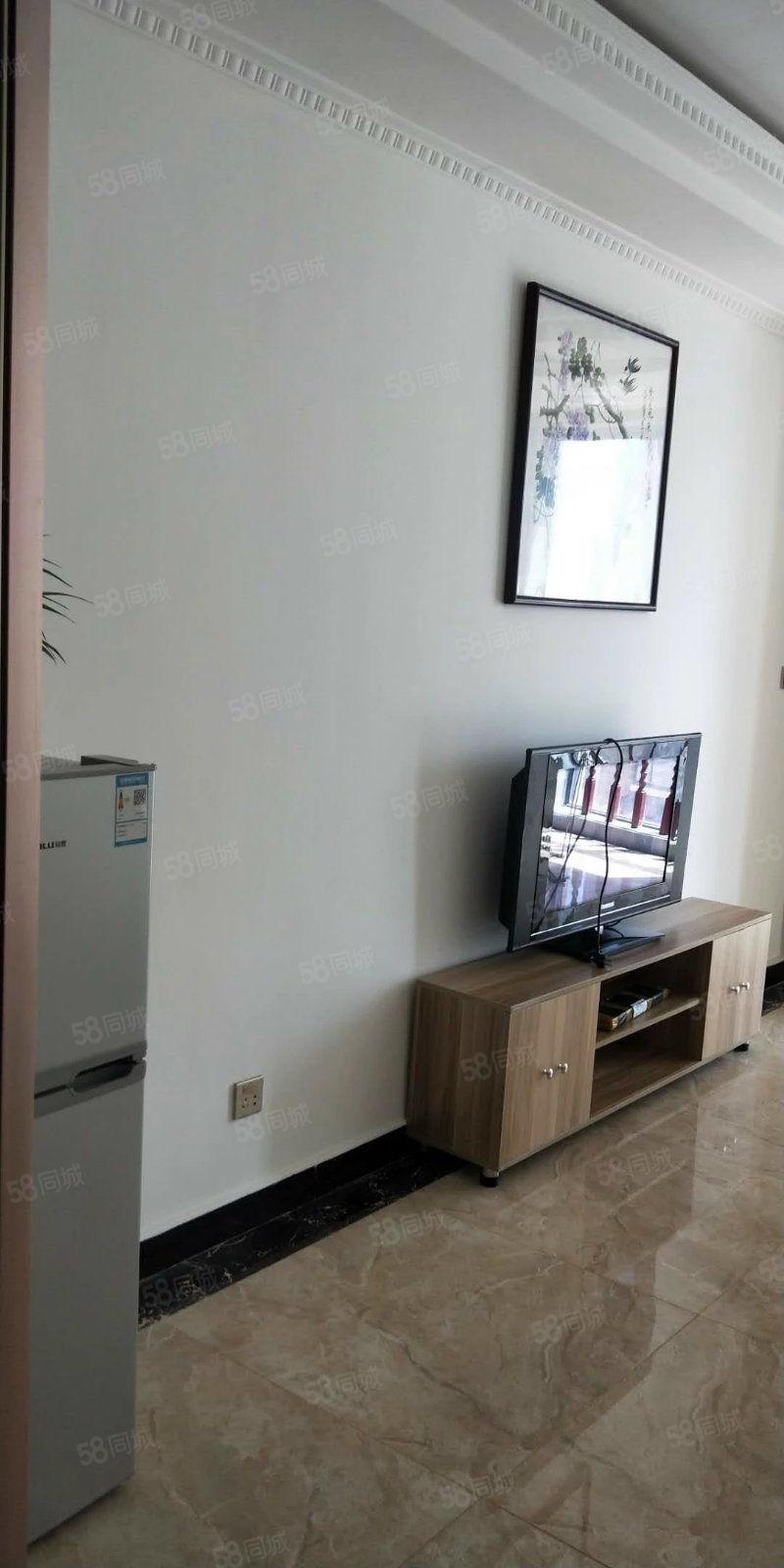 名门尚居单间公寓精装修可直接拎包入住