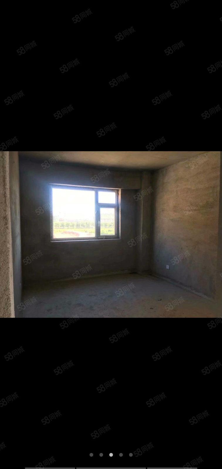 御龙苑60.5平,首付5.5万,电梯好楼层,下手得快